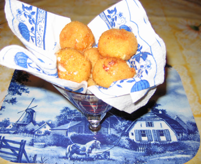 Жаренные сырные шарики