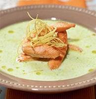 Жаренный лосось с супом из егурта и огурцов